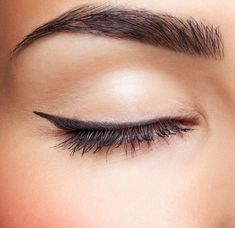 The struggle of creating the perfect cat eye look is never ending–until now. Cosmetics introduced a revolutionary beauty product that will solve all of your cat eye makeup problems, for … Bad Eyebrows, Permanent Makeup Eyebrows, Eyebrow Makeup, Perfect Cat Eye, Perfect Brows, Wet Hair Tricks, Hair Tips, Hair Hacks, Eyebrow Feathering