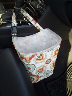 52 Clever and Cool DIY Car Trash Can Ideas for Messy People - About-Ruth - celine Diy Car Trash Can, Trash Day, Car Trash Cans, Diy Bag Organiser, Bag Organization, Organizing, Messy People, Eco Friendly Cars, Trash Bins