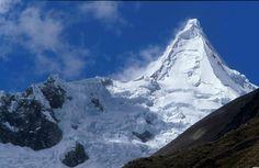 Peru Alpamayo Mountains