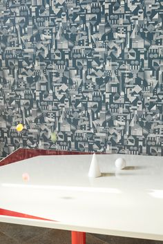 Papier-peint à motif - Pattern wallpaper - UTOPIA ASCENDING collection  Tendance papier-peint imprimé - Crème sur encre. Inspirations idéalistes   Printed wallpaper, new trend - Cream on Ink. Iidealists inspirations.   #petitefriture #designwallpaper #tendancepapierpeint #imprimé #inspiration #design Inspiration Design, Airplane View, Collection, Ink, Wallpaper, Frames, Pattern