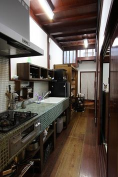 Cool 49 Stunning Japanese Kitchen Style Decoration Ideas To Try Right Now Asian Kitchen, Japanese Kitchen, Country Kitchen, Kitchen Interior, Kitchen Design, Japanese Apartment, Japanese Style House, Casa Cook, Japanese Interior