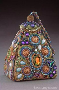 Sherry Serafini beadwork, photo by Larry Sanders**Sherry Serafini beadwork - clearly an over achieverSherry Serafini one of the most talented bead artists ever!Sherry Serafini, Bead Embroidery, and Rock and RollHandbag Art - Genies New Hangout by She Beaded Purses, Beaded Bags, Beaded Jewelry, Jewellery, Vintage Purses, Vintage Handbags, Art Perle, Schmuck Design, Bead Art
