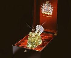 o 2° perfume mais caro do mundo - Clive Christian custa US$ 215.000 dólares pois tem na embalagem uma borda de ouro 18k, e na garrafa diamantes, totalizando cinco quilates. Somente o vidro custa US$ 175.000, e o perfume, US$ 40.000