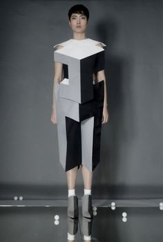 Geometry Trompe l& Vogue Phantasm Lego Tetris Optical Phantasm . Foto Fashion, 3d Fashion, Fashion Details, Ideias Fashion, Fashion Outfits, Fashion Design, Moda 3d, Xavier Veilhan, Structured Fashion