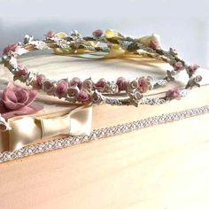 Χειροποίητα στέφανα γάμου από σπάγκο, δαντέλα και χειροποίητα ροζ κσι λευκά τριαντάφυλλα Bangles, Bracelets, Crown, Jewelry, Fashion, Jewellery Making, Moda, Corona, Jewels