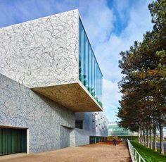 Здание консерватории во Франции