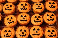 Jack'O'Lantern Cupcakes, Orange and black frosting. For more cupcake ideas see: http://bit.ly/1vUdOOl