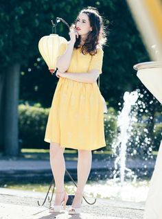 gelbes Kleid, Pepaloves Kleid, sommerliches Kleid, Kleid mit Ananas Print, Cupcake Tasche, Tasche in Cupcake Form, Lola Ramona Heels, Mode Blog, Fashion Blog, Like A Riot, Summer Style