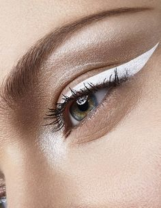 Perfect alternative to conventional black eyeliner, for small eyes. White (or any light colored) eyeliner will visually open up small eyes and make them appear bigger. Eye Makeup, Makeup Art, Hair Makeup, Alien Makeup, Devil Makeup, Glossy Makeup, Flawless Makeup, Makeup Trends, Makeup Inspo