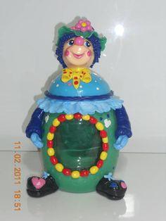 Pote Palhaço Biscuit, Decorated Jars, Snow Globes, Decorating Jars, Jars, Mason Jars, Crackers, Biscuits, Sponge Cake