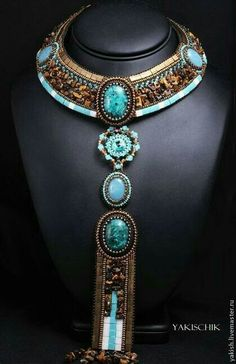 Encore un esprit égyptien Bead Embroidery Jewelry, Beaded Jewelry Patterns, Beaded Embroidery, Bijoux Design, Jewelry Design, Tribal Jewelry, Jewelry Art, Homemade Necklaces, Bead Art