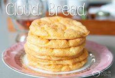 Gente! Descobri esse pãozinho que tá virando sensação no mundo todo. E já tratei de fazer a minha versão da receita. O Cloud bread é o pão nuvem, e ele tem esse nome porque é bem leve mesmo e não t… Low Fat Chicken Recipes, Low Carb Recipes, Healthy Recipes, Healthy Food, Cloud Bread, Pan Nube, Glass Baking Dish, Tortilla, Eat Smart