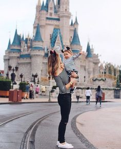 This is such a perfect mommy and me photo to take at Disneyland and Disneyworld!
