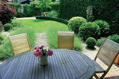 Záhrada môže byť krásna, aj keď sú v nej len listnaté stromy a kvety