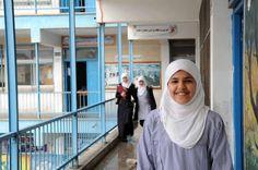 reej El Madhoun, una niña refugiada de Palestina de 14 años que vive en la franja de Gaza, ha logrado el primer premio en una competición internacional de matemáticas, imponiéndose a 2.500 participantes de diez países  http://unrwace.org/areej-el-madhoun-obtiene-el-primer-premio-de-matematicas.html