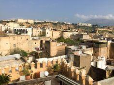 Vue panoramique sur la médina de Fés. Mother Nature, Respect, Paris Skyline, Mansions, House Styles, Travel, Home Decor, Morocco, Viajes