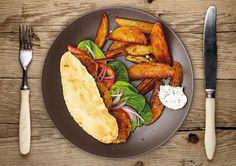 Falafel in Pita Taschen mit Kartoffel-Wedges und Joghurtsoße
