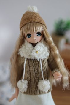 Pom pom Hat and Collar for Azone dolls. by Swallowheart on Etsy, $11.00