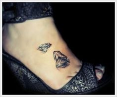 Best Diamond Tattoo Designs InkDoneRight These dazzling gemstones are the most treasured in the world, and for good reason: they're beautiful. Take a look at some of the Best Diamond Tattoos. Diamond Tattoo Meaning, Diamond Tattoo Designs, Tattoos With Meaning, Tatto Designs, Piercing Tattoo, Piercings, Pretty Tattoos, Beautiful Tattoos, Foot Tattoos