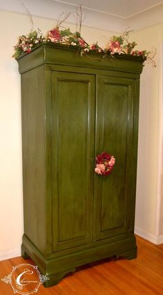 Mix of Amsterdam Green and Olive with clear and dark wax Old Furniture, Paint Furniture, Furniture Projects, Diy Projects, Painted Wardrobe, Dark Wax, Armoire, Interior Design, Amsterdam