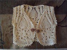 sweet lacy pineapple crochet bolero top - pattern chart on site Beau Crochet, Pull Crochet, Crochet Girls, Love Crochet, Irish Crochet, Crochet For Kids, Beautiful Crochet, Knit Crochet, Crochet Chart
