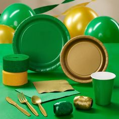 Gold and green party supplies College Graduation Parties, Grad Parties, Kindergarten Graduation, Zelda Birthday, Art Birthday, Graduation Decorations, Graduation Ideas, Beauty And The Beast Party, 10th Birthday Parties