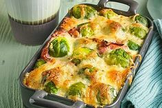 Brussels sprouts from the Eislein oven chef - Essen - Meat Recipes Pecan Recipes, Pork Recipes, Crockpot Recipes, Chicken Recipes, Cooking Recipes, Cake Recipes, Clean Eating Recipes, Healthy Dinner Recipes, Vegetarian Recipes