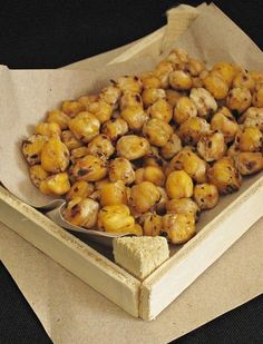 If you have boiled chickpeas, you can prepare a delicious and healthy snack until your tea is brewed Turkish Snacks, Turkish Recipes, Soup Recipes, Cooking Recipes, Pasta, Healthy Snacks, Healthy Recipes, Breakfast Items, I Foods