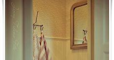 . COSTURA DE LA CORTINA al lavabo! Materiales - Tela -velcro -centimetro, tijeras, hilos y pegamento P... Bathroom Sink Skirt, Mirror, Diy, Furniture, Vintage, Home Decor, Tela, Craft, Pipe Bookshelf