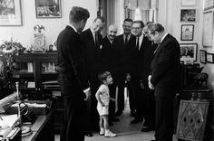 John Kennedy Jr a baigné très tôt dans la politique
