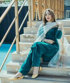 Pakistani Formal Dresses, Pakistani Wedding Outfits, Pakistani Dress Design, Dress Indian Style, Indian Dresses, Indian Outfits, Patiala Suit Designs, Kurti Designs Party Wear, Velvet Dress Designs