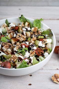 Salade met geitenkaas, peer en balsamicoglazuur - Foodie Feest
