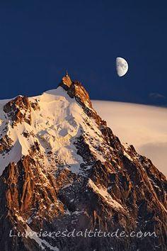 Lever de lune sur l'aiguille du Midi, Chamonix
