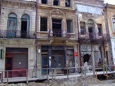 Turist în București: Strada Franceza - Centrul Vechi - Bucuresti Romania People, Street View, Mansions, House Styles, Home, Bucharest, Manor Houses, Villas, Ad Home