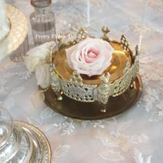 A shop for lovers of all things pretty + à la carte sofreh aghd design. Iranian Wedding, Persian Wedding, Wedding Table, Wedding Ceremony, Haft Seen, Deco Table, Flower Designs, Dubai, Bridal Shower