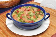 Esta Sopa de carne com legumes é feita com batatas, cenoura, abobrinha e muito mais! É um prato saudável que rende para toda a família!