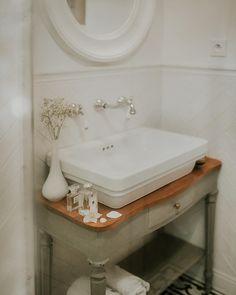 Guest Bathrooms, Bathroom Ideas, Bathroom Vinyl, Small Bathroom, Vinyl Decor, Wall Decor Quotes, Basket Decoration, Black Decor, Restaurant