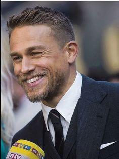 Charlie Hunnam (b. He is known for his roles as Jackson Ja - Charlie Hunnam (b. He is known for his roles as Jackson Ja Charlie Hunnam (b. He is known for his roles as Jackson Ja Hair And Beard Styles, Hair Styles, Hommes Sexy, Boy Hairstyles, Gorgeous Men, Sexy Men, How To Look Better, Jackson, Hair Cuts