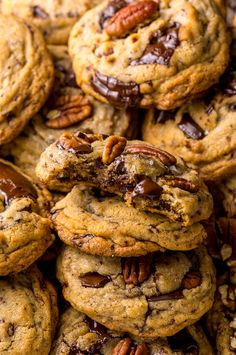 These Brown Butter Bourbon Pecan Chocolate Chunk Cookies are crunchy chewy and SO flavorful! These Brown Butter Bourbon Pecan Chocolate Chunk Cookies are crunchy chewy and SO flavorful! Chocolate Chip Cookies, Pecan Cookies, Yummy Cookies, Cream Cookies, Chocolate Chips, Baby Cookies, Valentine Cookies, Heart Cookies, Easter Cookies