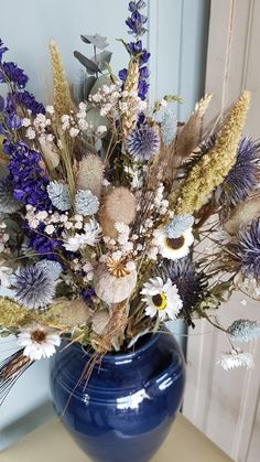 Love this driedflower mix in blue♡ droogbloemen terug van we Dried Flower Bouquet, Blue Bouquet, Dried And Pressed Flowers, Dried Flowers, Interior Design Living Room, Design Bedroom, Flowers Nature, Flower Crafts, Vintage Flowers