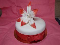 tort z kwiatem