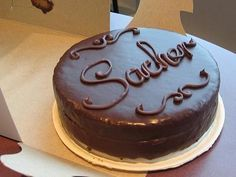 Sacher Torte : Dense chocolate cake with apricot filling, drenched with a rich chocolate ganache! Pastel Sacher, Food Cakes, Cupcake Cakes, Cacao Recipes, Occasion Cakes, Cakes And More, Eat Cake, Love Food, Chocolate Cake