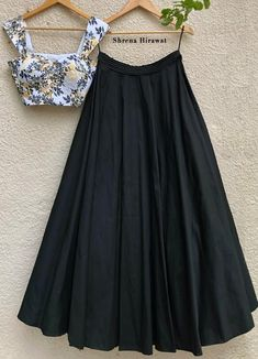 Indian Gowns Dresses, Indian Fashion Dresses, Indian Designer Outfits, Girls Fashion Clothes, Indian Outfits, Designer Dresses, Fashion Outfits, Ethnic Outfits, Indian Clothes