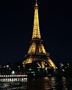 A toda poderosa durante a noite !! #tbt #Paris #France #eurosummer #letsgobacktoparis by andressaaraujosantos