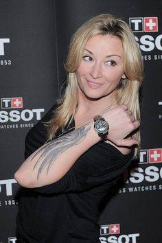 Znana podróżniczka i dziennikarka Martyna Wojciechowska od jakiegoś już czasu nosi zegarki marki Tissot T-Touch. Zegarki te mają szkło szafirowe z sensorami dotyku. Posiadają one wiele przydatnych funkcji i świetnie sprawdzają się w podróżach bliskich i dalekich. Pani Martyno, gratulujemy wyboru :)