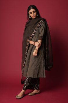 Simple Kurti Designs, Salwar Designs, Kurta Designs Women, Kurti Designs Party Wear, Indian Attire, Indian Wear, Indian Outfits, Indian Clothes, Indian Dresses