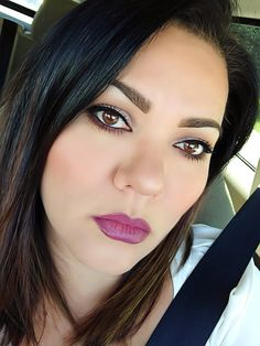 Natural makeup with bold lips