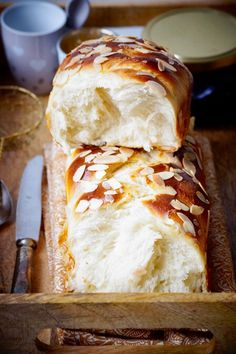 White cheese brioche with a rolling crumb · To the delights of the palate - Fish Recipes Healthy Egg Recipes, Easy Bread Recipes, Brunch Recipes, Baking Recipes, Dessert Recipes, Vanille Cupcakes, Grilled Desserts, White Cheese, Deviled Eggs Recipe