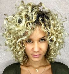 60 Styles and Cuts for Naturally Curly Hair - Ravishing Golden Blonde Curly Hairstyle - Blonde Curly Bob, Bob Haircut Curly, Blonde Curls, Curly Bob Hairstyles, Female Hairstyles, Stylish Hairstyles, Trendy Haircuts, Hairstyle Short, Bob Haircuts