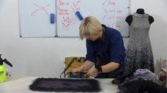 Представялю второй видеосеминар известного мастера Алены Селезневой из серии 'От простого к сложному. Учимся валять одежду' . Этот видекурс полностью посвящен уникальной авторской разработке - технике 'ПЛЕТЕНИЯ' Если Вы хотите, чтобы Ваш войлок стал совсем другим - струящимся, гибким, упругим, то Вам необходимо освоить технику плетения. Посмотрите, что рассказывают оо этой технике мастера:…